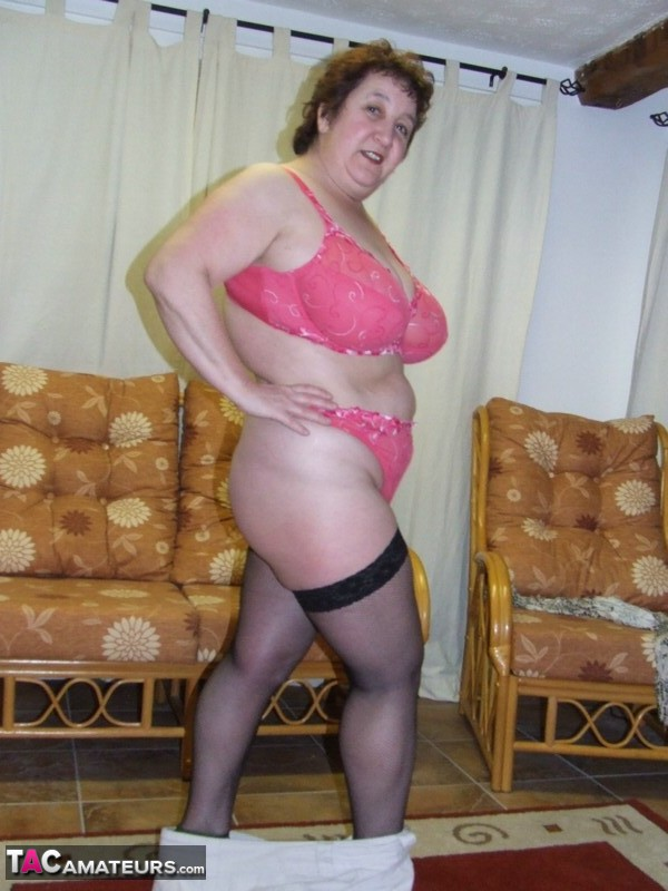 UK exhibitionist wife
