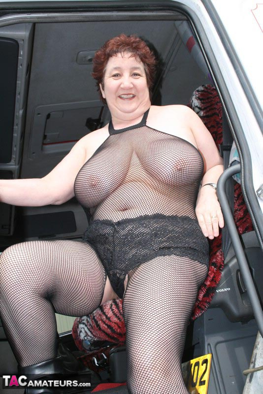 BBW exhibitionist housewife jumps in a truckers cab and shows him her cunt